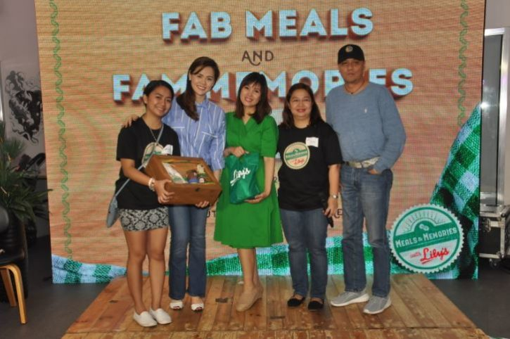 Nina Corpuz poses with Lily's Peanut Butter bloggers